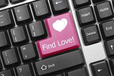 Don't overlook it: 5 Reasons why you should at least give online dating a go