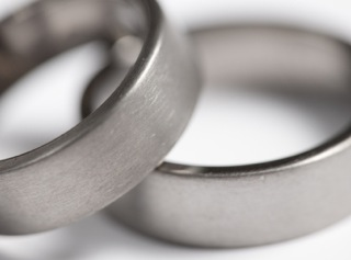 A Few Things to Know about Buying Titanium Wedding Rings